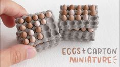 How I made miniature Eggs + Egg Carton from scratch! Diy Doll Miniatures, Dollhouse Miniature Tutorials, Miniature Crafts, Diy Dollhouse, Miniature Food, Miniature Dolls, Victorian Dollhouse, Modern Dollhouse, Miniature Houses