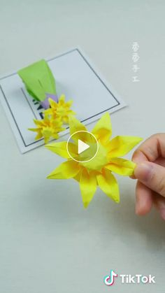 Short videos of with original sound - arts_c - Quilled Paper Art Paper Origami Flowers, Instruções Origami, Origami And Kirigami, Paper Flowers Craft, Modular Origami, Paper Crafts Origami, Giant Paper Flowers, Flower Crafts, Origami Ideas