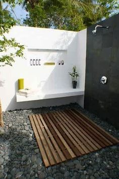 9 Dreamy Outdoor Shower Ideas for Every Home (Not Just at the Beach!) Outdoor Baths, Outdoor Bathrooms, Outdoor Kitchens, Outdoor Toilet, Outdoor Spaces, Outdoor Living, Outdoor Decor, Outdoor Photos, Rustic Outdoor