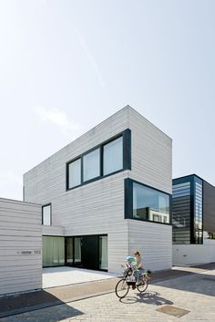 Image 7 of 20 from gallery of Urban Villa / Pasel.Kuenzel Architects. Photograph by Marcel van der Burg