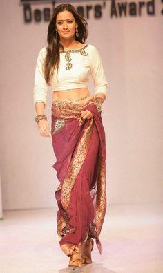 Interesting concept #saree #sari #blouse #indian #outfit  #shaadi #bridal #fashion #style #desi #designer #wedding #gorgeous #beautiful