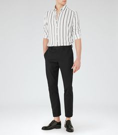 At REISS you will find the best mens fashion clothing. We have lots of popular styles available for the modern man. Korean Fashion Men, Best Mens Fashion, Korean Street Fashion, Formal Men Outfit, Casual Outfits, Men Casual, Fashion Outfits, Fashion Infographic, Fashion Line