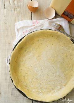 La pâte brisée sans beurre, et sans huile est une recette très simple et rapide pour réaliser une pâte à tarte sans matière grasse.