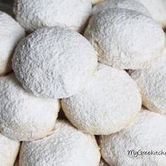 Christmas is just around the corner ....Prepare your oven for some super delicious Kourabiethes . Greek Christmas Cookies - Recipe is #ontheblog -------------------------------------------- Τα Χριστούγεννα πλησιάζουν οπότε για να ετοιμαζόμαστε σιγά σιγά . Προθερμαίνουμε τον φούρνο για τούς τελειότερους Κουραμπιέδες - Συνταγή στο μπλόγκ