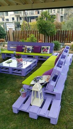 Wow, have a look at the stunning appearance of this beautifully crafted wooden pallet outdoor furniture ideas #palletfurniture #palletideas Recycled Pallet Furniture, Pallet Furniture Designs, Pallet Garden Furniture, Recycled Pallets, Furniture Ideas, Wooden Furniture, Refurbished Furniture, Furniture Companies, Lawn Furniture