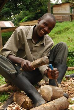 A #Virunga artisan in #Nkuringo, Uganda. Photo credit: IGCP/Anna Behm Masozera.