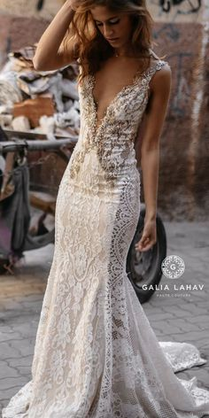 Our favorite part of a wedding day is definitely to catch those in-between momen. Our favorite part of a wedding day is definitely to catch those in-between moments 💫 Wedding Dresses 2018, Wedding Dress Sizes, Boho Wedding Dress, Wedding Attire, Bridal Dresses, Bridesmaid Dresses, Mermaid Wedding, Backless Wedding, Mermaid Dresses