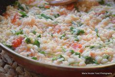 Risoto se face din orez Arborio si se prepara cu ulei de masline, supa de pui sau supa de legume sau chiar supa de ciuperci din soiul Funghi Porcini. Daca prinzi smecheria, vei avea mereu o idee de…