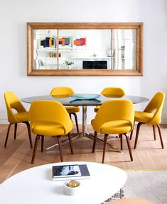 Exciting Mid Century Small Dining Room Design And Decor Ideas Yellow Dining Chairs, Dining Room Chairs, Accent Chairs, Dining Rooms, Contemporary Apartment, Contemporary Decor, Zeitgenössisches Apartment, Dining Room Lighting, Small Dining