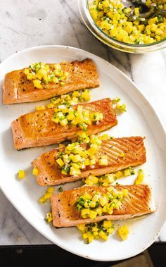 For a crisp crust and a juicy interior on pan-seared salmon, the key is doing less, not more. Spicy Salmon, Pan Seared Salmon, Beef Recipes For Dinner, Cooking Recipes, Healthy Recipes, Healthy Food, Seafood Dinner, Fish And Seafood, Recipes Using Fish