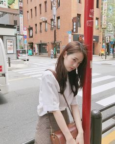 Girl Korea, Asia Girl, Sweet Girls, Cute Girls, Aesthetic People, Insta Photo Ideas, Girl Inspiration, How To Pose, Aesthetic Photo
