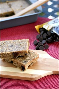 """Gluten Free Dark Chocolate Quinoa Bars"" (If you don't have garbanzo bean flour and are not watching your gluten intake, feel free to sub whole-wheat or AP flour there)- wrap individually to grab for lunchboxes or snacks on the go. Healthy Treats, Healthy Desserts, Healthy Recipes, Vegetarian Snacks, Paleo Food, Savory Snacks, Diet Snacks, Easy Snacks, Healthy Dark Chocolate"