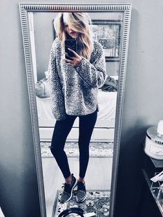 Majority of these hipster outfits reveal a mix 2 or more styles, time period periods, or ethnic traditions. Lazy Day Outfits, Hipster Outfits, Sporty Outfits, College Outfits, Stylish Outfits, Cute Outfits, Fashion Outfits, Fashion Ideas, Comfy Legging Outfits