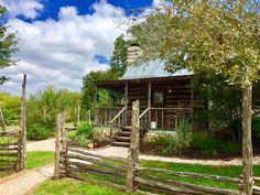 10 Best Bed and Breakfasts Near Fredericksburg, Texas (with Prices & Photos) - TripsToDiscover Texas Travel, Travel Usa, Glamping, Bungalow, Teen Bedroom Designs, Girls Bedroom, Best Bed And Breakfast, Fredericksburg Texas, Wayfarer