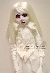 Jhuly Johns: Bonecas estranhas... muito estranhas....