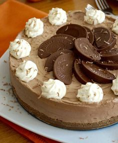 Terry's Chocolate Orange Cheesecake. An impressive and delicious no-bake dessert. Christmas is fast approaching – in a month's time we will be just a couple of days away from the… Orange Cheesecake Recipes, Chocolate Orange Cheesecake, Terry's Chocolate Orange, Chocolate Desserts, Terrys Chocolate Orange Cake, Cake Chocolate, Orange Recipes, Chocolate Crack, Homemade Cheesecake