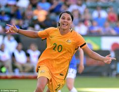 Samantha Kerr is a footballer from Fremantle, in Perth, with the sports world quite literally at her feet after her astonishing performances for the Matildas. Female Football Player, Soccer Players, Football Soccer, College Football, Australian Football, Soccer Pictures, Fc Chelsea, European Soccer, Chicago Photos