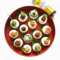 We prefer various onigiri fillings based on our favorites. And when I made a rice ball, it used truffle flavor oil it was so good taste increased. . トリュフオイルを使って おにぎりを作ってみましたよ〜😋 ほんの少量なのに風味が増してとっても美味しくなりました。オススメです♪ . #tablewithcerfeuil #セルフィユ軽井沢 @cerfeuil_inc