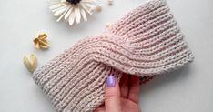 The Easiest DIY on Knitting a Beautiful Headband for Girls Ever Crochet Patterns For Beginners, Knitting Patterns Free, Free Knitting, Baby Knitting, Knitting Stitches, Knitting Socks, Knitted Hats, Knitting Needles, Crochet Hooks