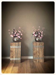 Holzsäulen im Wohnzimmer