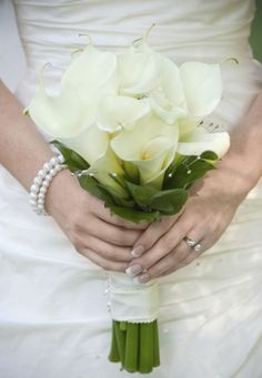 Would you like a calla lily bouquet for your wedding? There are plenty of wedding ideas when it comes to bridal bouquet and one of the un. Calla Lily Bridal Bouquet, Calla Lily Wedding, Bridal Flowers, Flower Bouquet Wedding, Bridal Bouquets, Wedding Tulips, Hand Bouquet, Flower Bouquets, Pictures Of Calla Lilies