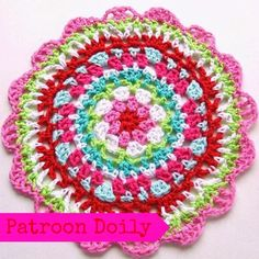 Free crochet doily pattern from Step-by-step written and photo tutorial in Dutch with link to English pattern on which this pattern is based. Beau Crochet, Diy Crochet And Knitting, Crochet Cross, Crochet Round, Crochet Home, Thread Crochet, Love Crochet, Crochet Gifts, Beautiful Crochet
