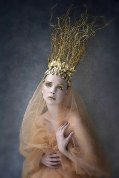 HEADPIECE - we can make similar one with twigs and some spray paint Photographer/Wardrobe/Makeup: Agnieszka Jopkiewicz Model: Agnieszka Pietron Costume Original, Foto Fantasy, Dark Beauty Magazine, Tiaras And Crowns, Headgear, Headdress, Wearable Art, Editorial Fashion, Fashion Photography
