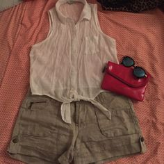 ⭐️ High-Waisted Everyday Khaki Shorts Large front pockets with zipper detail. Great for running errands. Fits a bit high waisted✨ Forever 21 Shorts Cargos