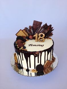 Drip cake with a lots of chocolate sweets:) Cake Decorating Piping, Cake Decorating Videos, Birthday Cake Decorating, Elegant Birthday Cakes, Cute Birthday Cakes, Chocolate Drip Cake, Chocolate Sweets, Chocolate Cake Designs, Mexican Dessert Recipes