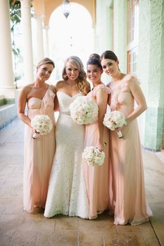 Blush bridesmaids Photography: Julie Cate Photography - juliecate.com  Read More: http://www.stylemepretty.com/2014/05/22/croalgables-traditional-wedding/