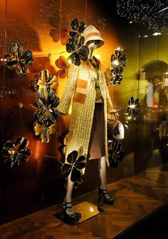 Louis Vuitton Christmas windows 2012, Vienna visual merchandising