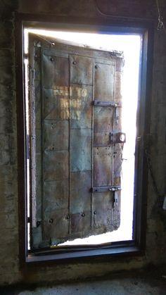 OLgA Flamenco photography Industrial Door, Vintage Industrial, Men Home Decor, Metal Doors, Modular Design, Door Design, Decoration, Bookshelves, Metal Working