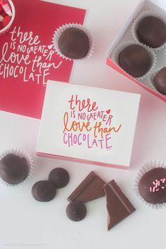 Imprimible de caja para amantes del chocolate >> Free Printable DIY Chocolate Box | from Design Eat Repeat