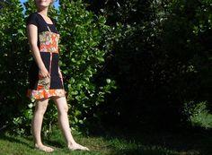 robe en jersey noir et maille orange imprimée à fleurs