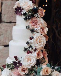flower decorated fall wedding cake ideas #weddingcakes #weddingideas #weddinginspiration #fallweddings #cakes