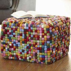 pompon pouf