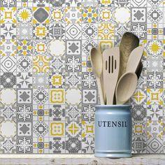Com uma delicada combinação de cores e traços o Adesivo de Azulejo Cinza Vigo torna o ambiente mais agradável e exclusivo. Confira!