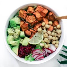 Baked-only sweet potato chunks that I seasoned in avocado oil, paprika and rosemary herb served with chopped avocado, beetroot sauerkraut, steamed chickpeas, pink radish, cracked pepper, pink salt and fresh lemon juice on a bed of lettuce. So good! ✘ #RADPlantlife