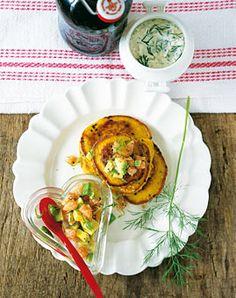 Curry Pancakes mit Avocado-Lachstatar - Rezepte