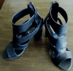 Summer sandals Basic Wardrobe Essentials, Wardrobe Basics, Summer Sandals, Art Pieces, Coins, Shoes, Fashion, Moda, Zapatos