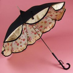 Cute! It remindes me of the fancy animal crossing umbrellas :)
