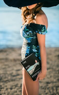 SPRING BREAK! What to read? What to wear? Swimsuits and Books Delicious Reads