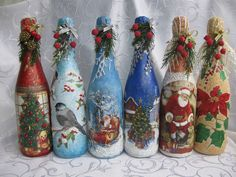 Botellas de navidad Coke Bottle Crafts, Glass Bottle Crafts, Wine Bottle Art, Painted Glass Bottles, Lighted Wine Bottles, Christmas Decoupage, Christmas Art, Wine Glass Candle Holder, Decoupage Glass
