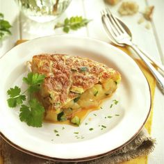 TORTILLA DE PATATA Y CALABACÍN. Thai Red Curry, Steak, Eggs, Omelettes, Diet, Chicken, Cooking, Ethnic Recipes, Foods