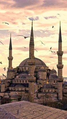 Insider Istanbul Itinerary , Insider Istanbul Itinerary The Blue Mosque in Istanbul, Turkey. The Blue Mosque in Istanbul, Turkey. Architecture Byzantine, Mosque Architecture, Mekka Islam, Blue Mosque Istanbul, Sainte Sophie, Visit Turkey, Istanbul Travel, Beautiful Mosques, Islamic Wallpaper