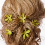 Loose partial updo with green flowers. Flowers In Hair, Yellow Flowers, Grey Hair Accessories, Pretty Hairstyles, Wedding Hairstyles, Partial Updo, Hair Affair, Hair Dos, Health And Beauty