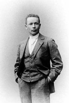 Gottlieb Eliel SAARINEN (20août1873, Rantasalmi, Finlande – 1erjuillet1950, Cranbrook, Michigan, États-Unis) est un architecte finlandais célèbre pour ses constructions de style Art nouveau au début du xxesiècle