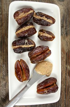 Almond Butter Stuffed Dates and more Paleo snacks onthego ideas at Date Recipes, Snack Recipes, Healthy Recipes, Whole30 Recipes, Healthy Foods, Healthy Homemade Snacks, Healthy Sweets, Easy Snacks, Clean Eating