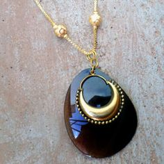 Turn your broken sunglasses into a cool DIY pendant with this Shady Sunglasses Pendant tutorial! Jewelry Making Tutorials, Jewelry Making Beads, Beaded Jewelry, Jewelry Necklaces, Jewellery Making, Jewlery, Jewellery Diy, Pendant Jewelry, Bracelets