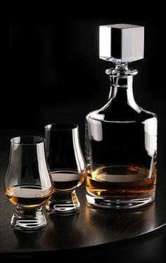 Cashs Crystal Grand Cru Whiskey Tasting Set, Decanter, Pair of Tasting Glasses Whiskey Decanter, Whiskey Glasses, Cigars And Whiskey, Crystal Decanter, Crystal Glassware, Flute Champagne, Bottle Design, Cut Glass, Alcoholic Drinks